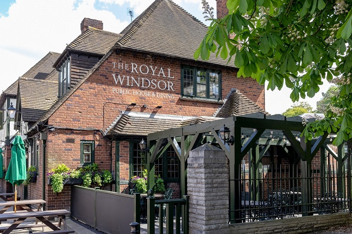 Travel to the Royal Windsor Public House with SWR