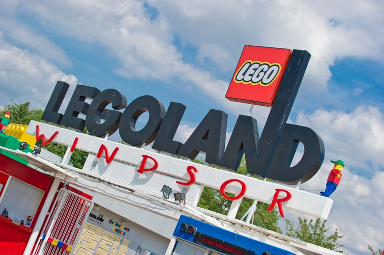 The entrance sign to Legoland Windsor. Image courtesy Doug Harding.