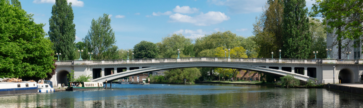 Bridge over the river Thames in Reading